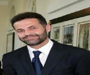 khaled hosseini biography childhood life achievements timeline khaled hosseini