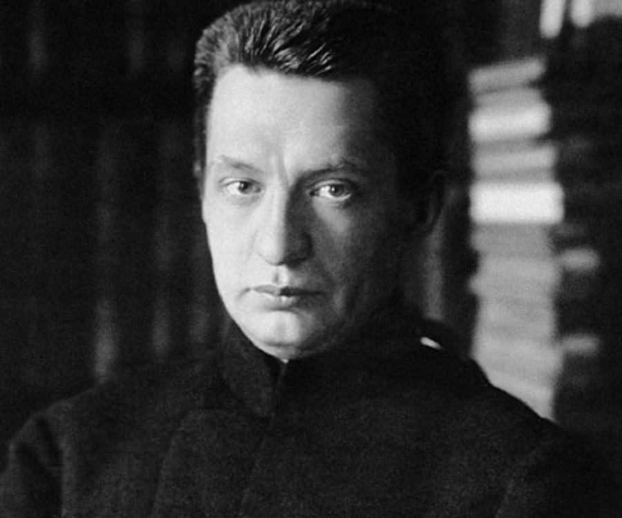 a biography of alexander kerensky a russian socialist revolutionary The russian revolutionary and politician aleksandr fedorovich kerensky (1881-1970) was the central figure around whom the fate of representative government and socialism revolved in russia during the revolution of 1917 aleksandr kerensky was born on april 22, 1881, in simbirsk (now ulyanovsk), the .