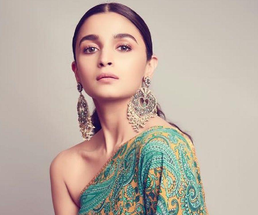 Alia Bhatt Image: Facts, Childhood, Family Life