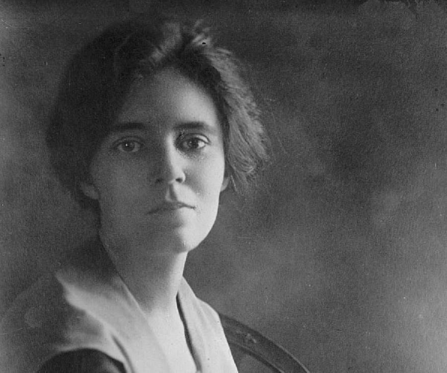 an introduction to the life of alice paul Alice paul also went to college she went to swarthmore college founded by her grandfatherin 1901 at the age of 16 she graduated with a bachelor degree in science and another one in biology in 1905 -activist.