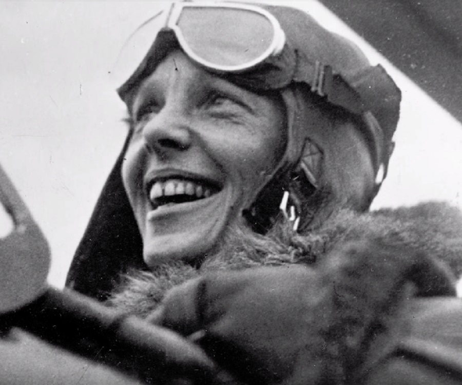 Amelia Earhart Biography - Childhood, Life Achievements ...