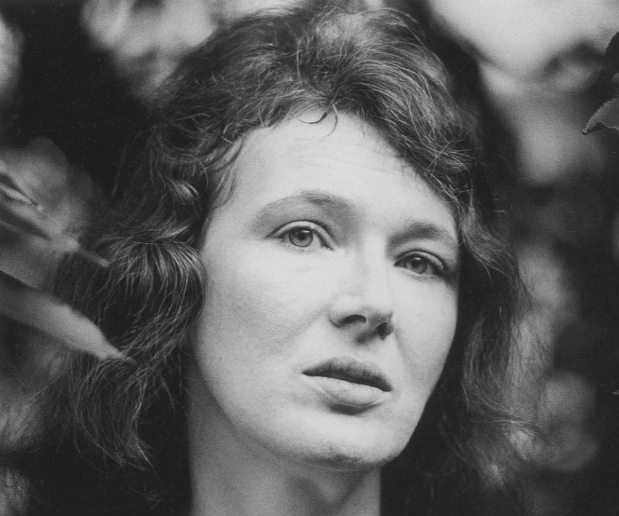 angela carter the wound in the face essay Amazon: writers under the influence sarah shun-lien bynum's essay on angela carter's the bloody chamber.