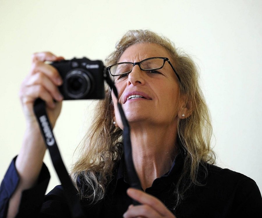 annie leibovitz biography childhood life achievements timeline. Black Bedroom Furniture Sets. Home Design Ideas