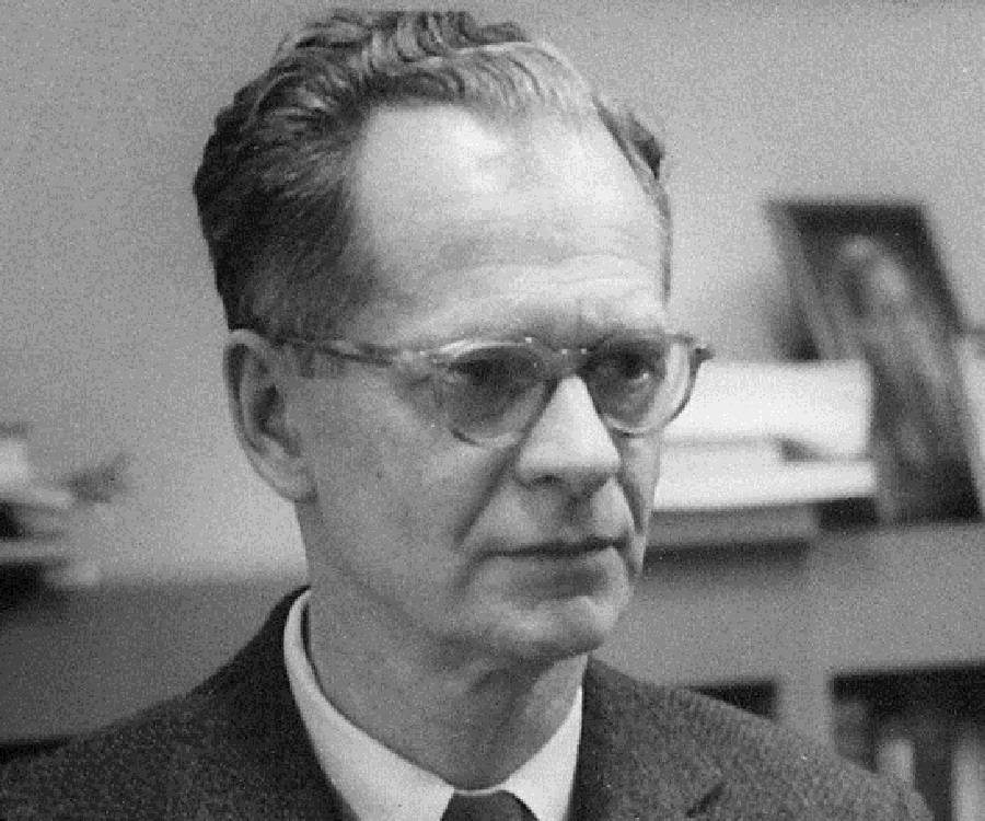 the autobiography of b f B f skinner was part of the behaviorial school of thought he came up with the idea of operant conditioning.