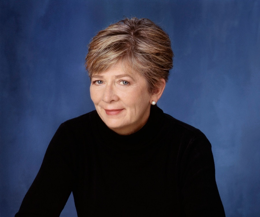 "barbara ehrenreich television essay Why not learn from television in barbara ehrenreich's essay ""spudding out,"" ehrenreich argues that television is diminishing americans curiosity to."