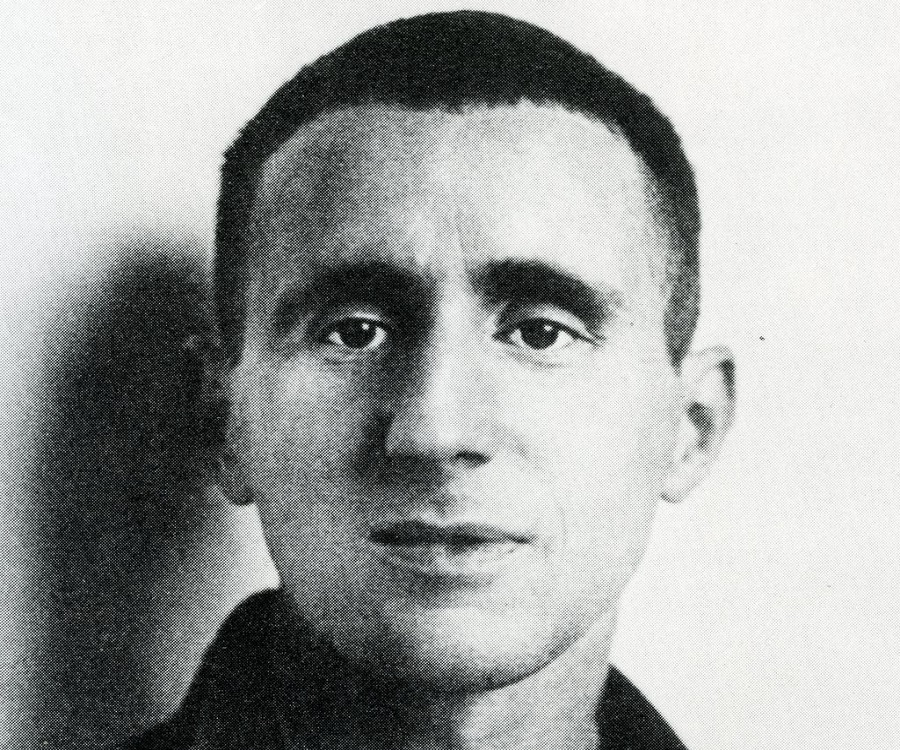 the life and works of bertolt brecht Extracts from this document introduction the life and works of bertolt brecht in this essay i will consider the life and works of bertolt brecht, the famous theatre practitioner who has.