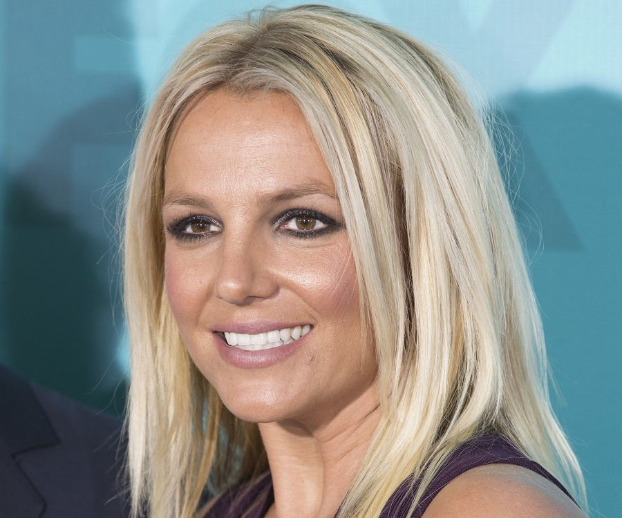 Britney Spears Biography - Childhood, Life Achievements