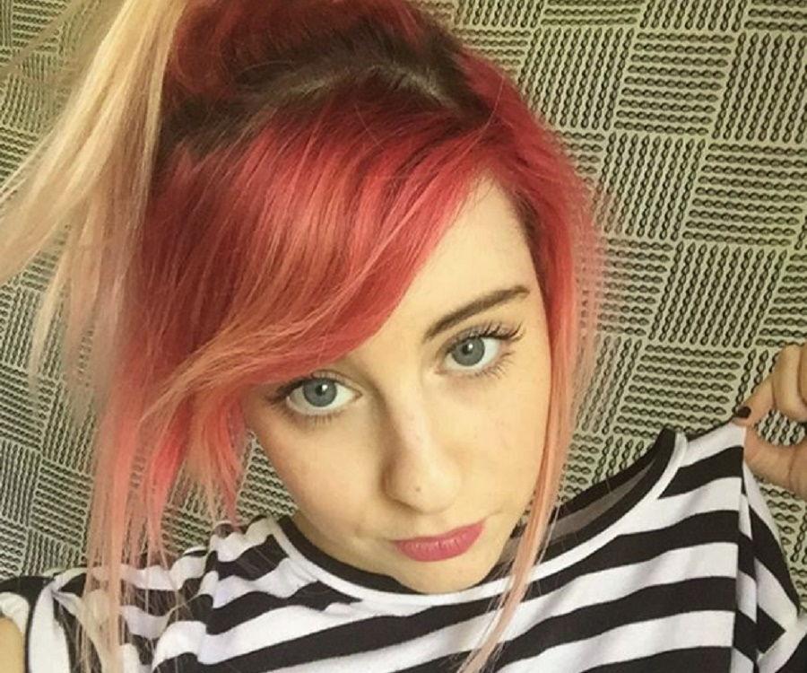 carly incontro instagram youtuber bio credit