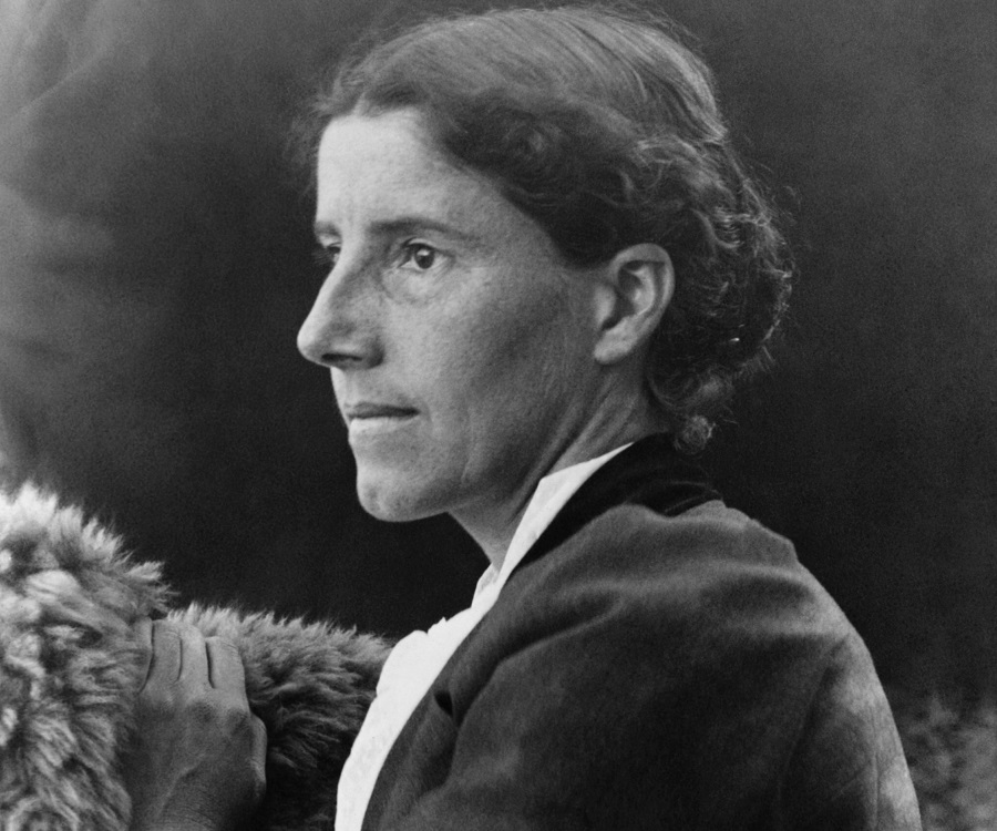 charlotte perkins gilmans feminist piece Feministapplevile charlotte perkins gilman's the yellow wall-paper and the history of charlotte perkins gilman: the making of a radical feminist 2002.