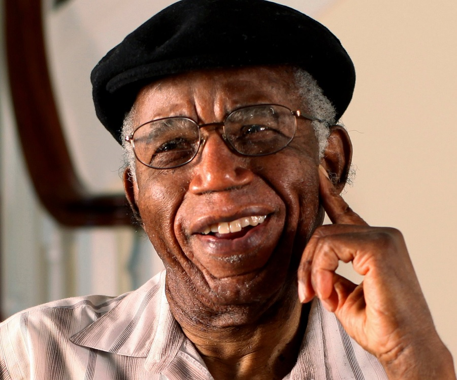 chinua achebe biography childhood life achievements