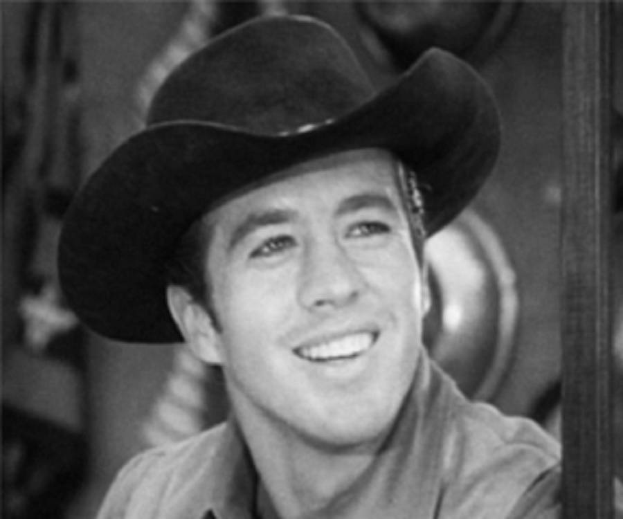Clu Gulager Biography - Facts, Childhood, Family Life ...