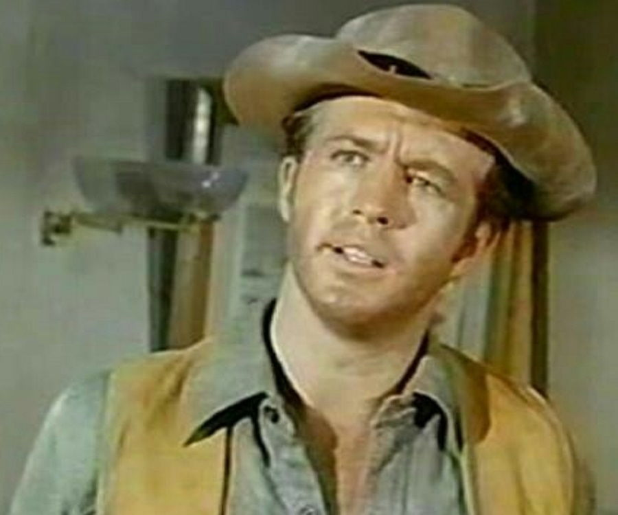 Clu Gulager Biography - Facts, Childhood, Family Life ...  Clu Gulager Bio...