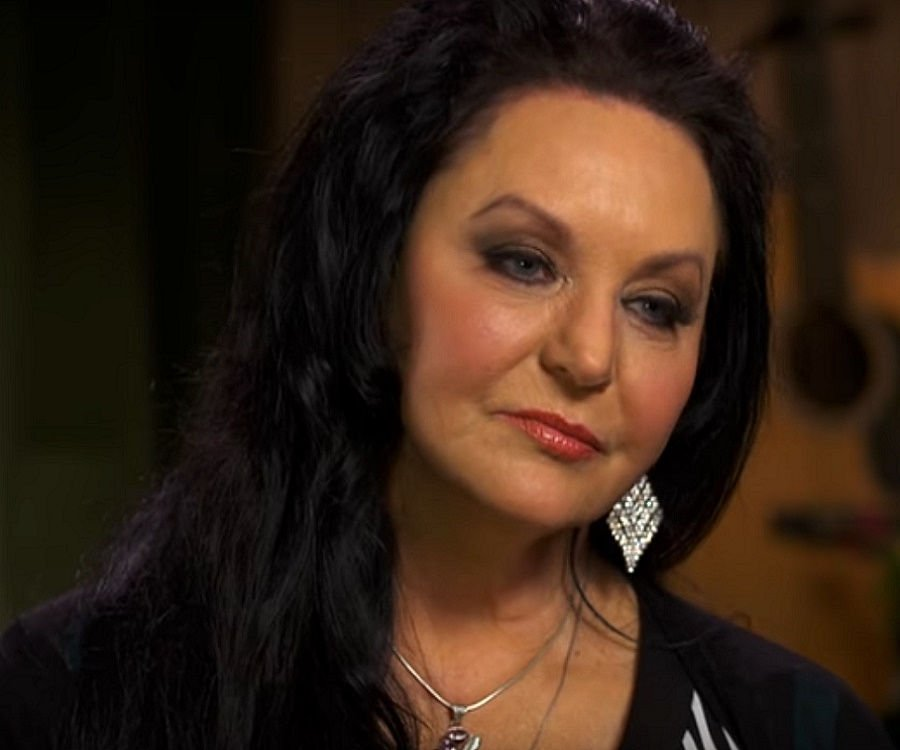 Crystal Gayle Biography Facts Childhood Family Life