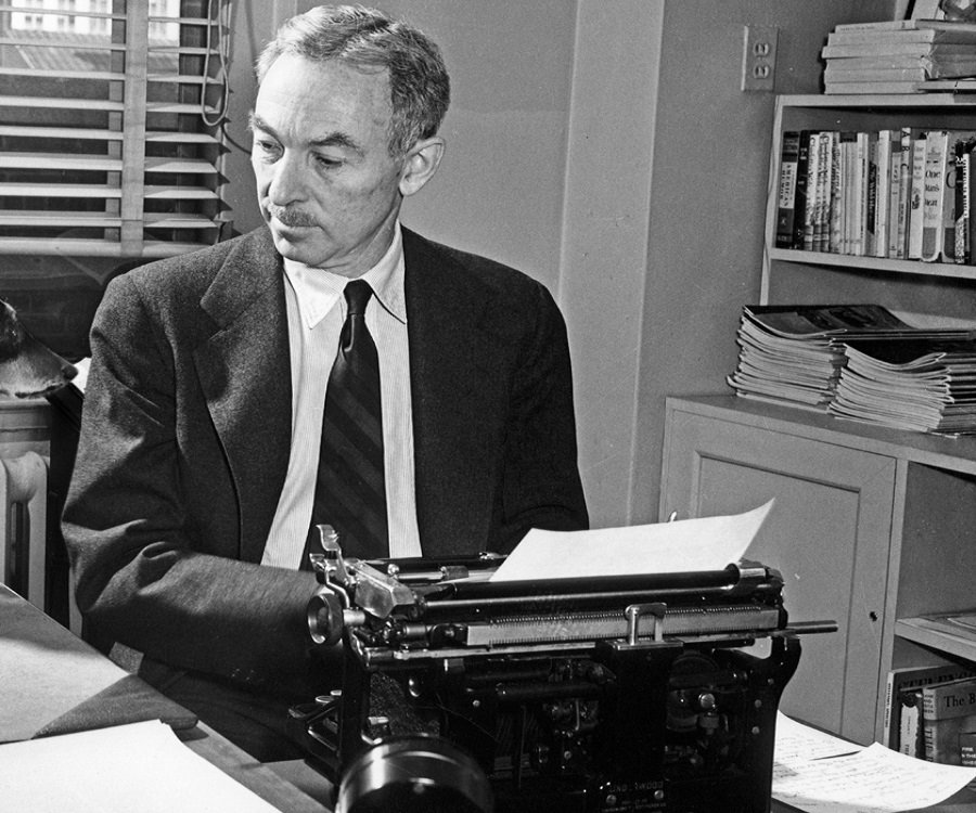 e b white essays His time, eb white transformed his life experiences into unforgettable satire and children's literature elwyn brooks white was born in 1899 in mount.