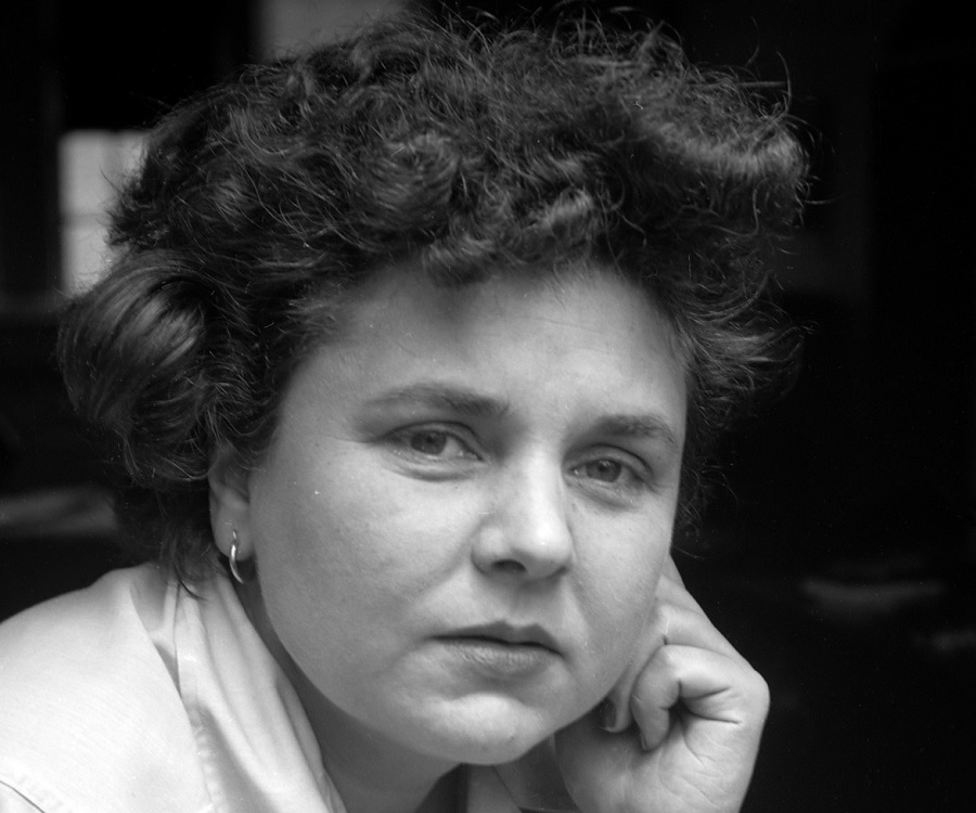 the life and accomplishments of elizabeth bishop During her lifetime, poet elizabeth bishop was a respected yet somewhat  obscure  to dominate american literature by the second half of her life, her  poems are.