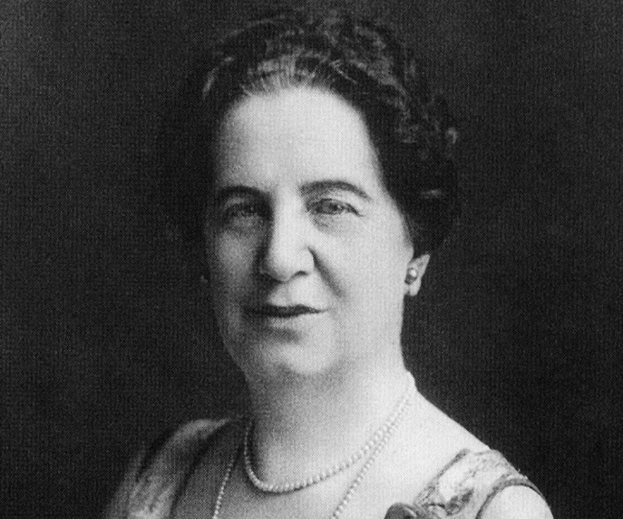 emily murphys significance in canadian history In the late 1950s the historic sites and monuments board of canada (hsmbc),   of national historic significance, and are plaqued at an appropriate location   born in cookstown, ontario, emily murphy moved to the swan river district of .