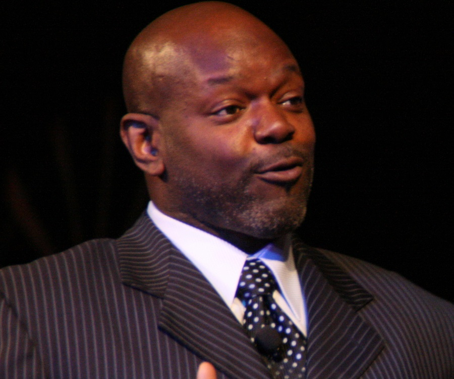 a biography of emmitt smith Emmitt smith net worth, migos, highlights, biography, stats   emmitt smith, a pro-football hall of famer, is regarded as one of nfl's greatest running backs in 15 seasons (1993-2004), the no 22 rushed for 18,355 yards and scored 175 touchdowns.