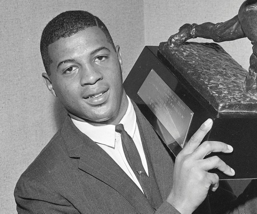 an athelete giant ernie davis Ernie davis of syracuse university, 1959, against boston university  man who shattered her image of athletes as loud, pushy and abrasive  and i do remember telling him i didn't know he was a big star, and him laughing.