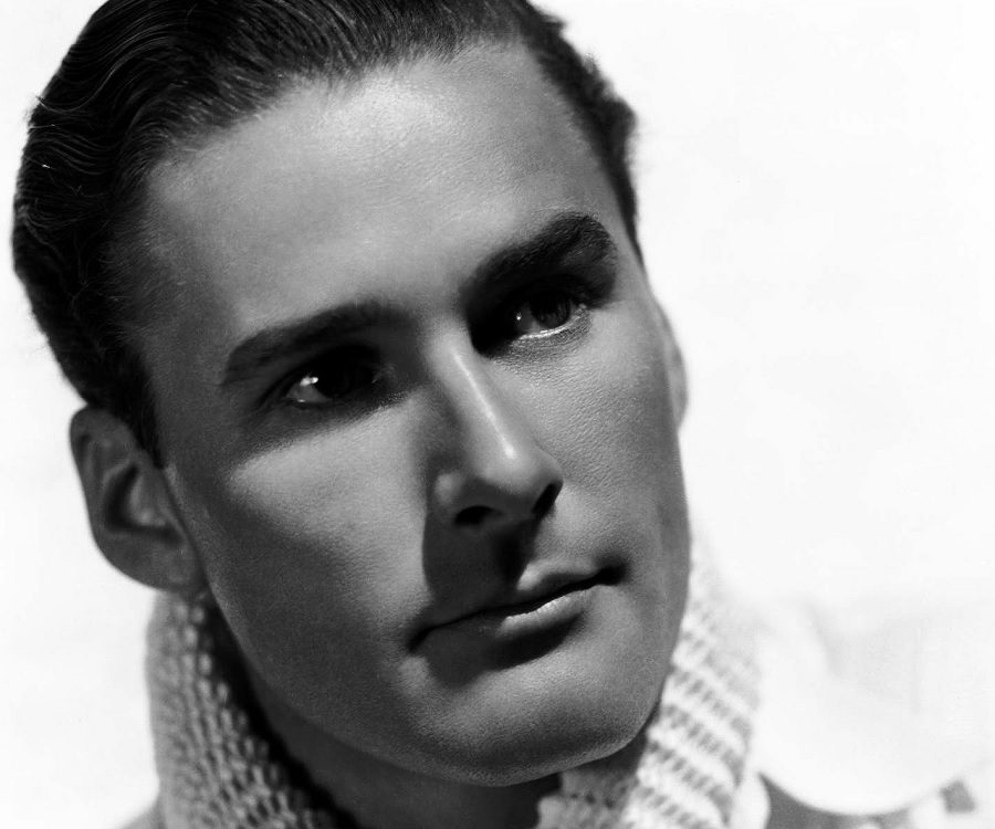 Errol Flynn Biography - Childhood, Life Achievements & Timeline
