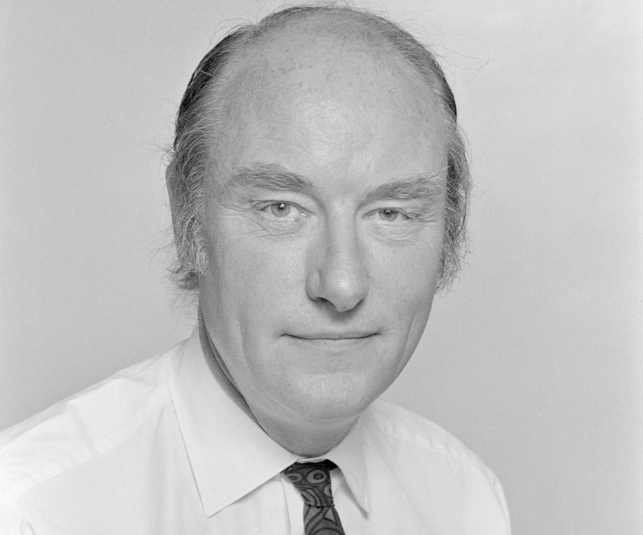 a research on james watson and francis crick Francis crick is responsible for discovering, along with james watson, the double-helix structure of the dna strand synopsis biophysicist francis crick was born in northampton, england, in 1916.