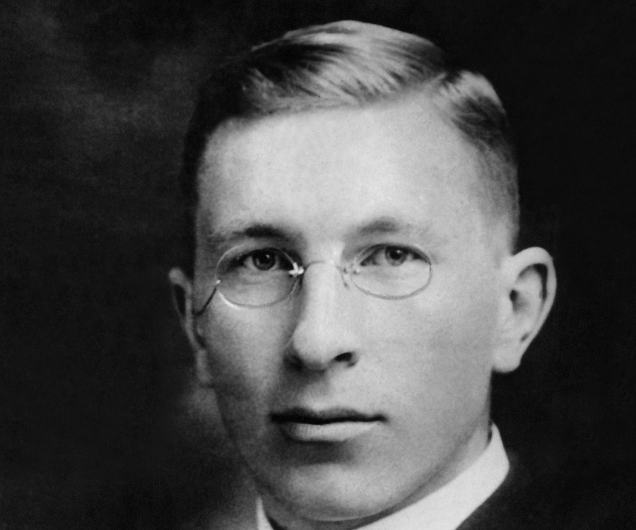 sir frederick grant banting Sir frederick grant banting was a canadian scientist and doctor, whose research led to the discovery of insulin to treat diabetic patients.