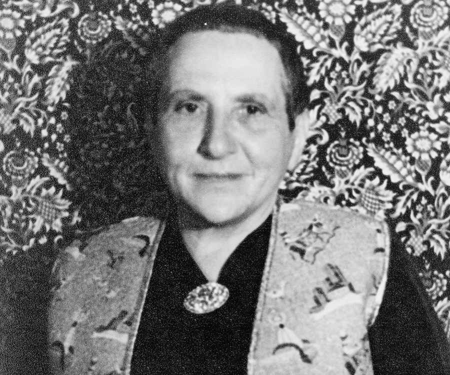 essays on getrude stein and modernism Queer sonorities: sound as persuasion in gertrude stein's tender buttons   this essay considers the feminist implications of gertrude stein's sonic   performing mindblindness: gertrude stein's autistic ethos of modernism.