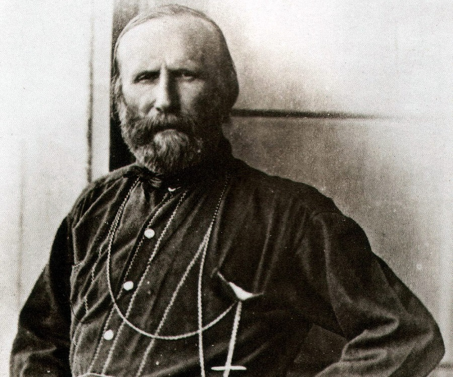 a biography of giuseppe garibaldi Giuseppe garibaldi: giuseppe garibaldi, italian patriot and soldier of the risorgimento who helped bring about italian unification under the royal house of savoy.