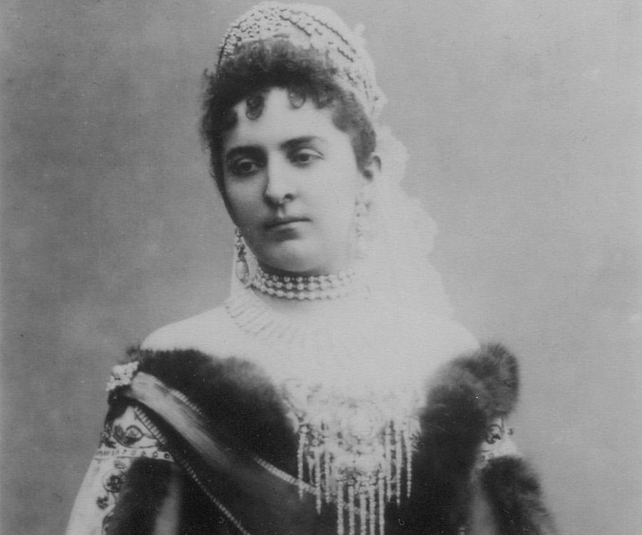 Grand Duchess Anastasia Nikolaevna Of Russia Biography ...