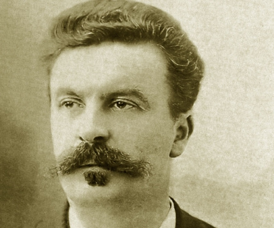 the jewelry by guy de maupassant Guy de maupassant (1850-1893) and low-grade civil servants that maupassant targets in the necklace maupassant's characters are not free agents.