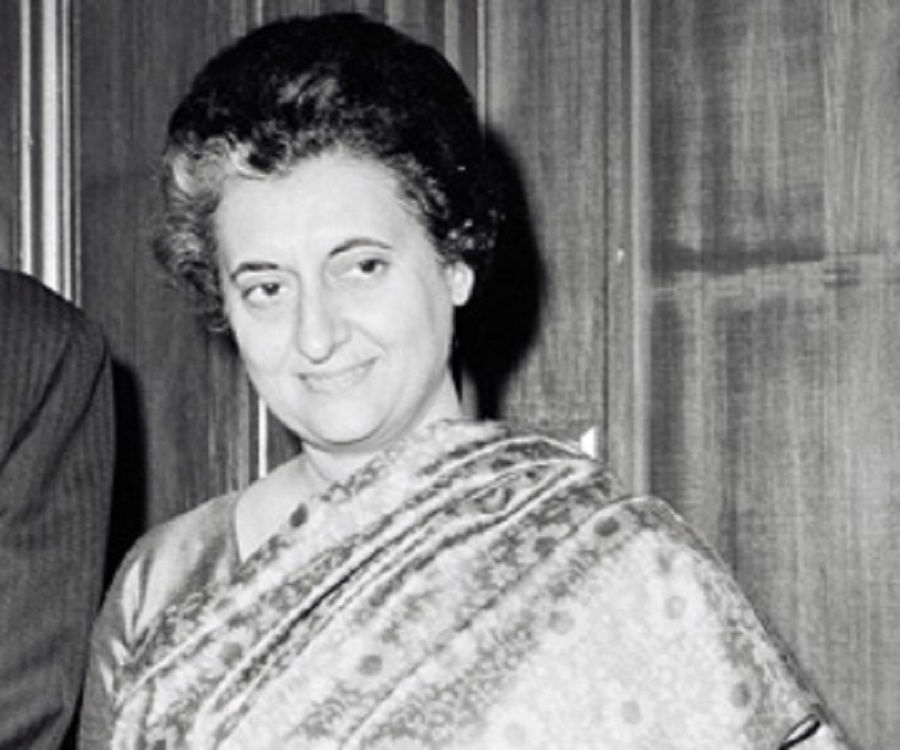 indira gandhis biography There are politicians and the usual rent-a-mob in india who want katherine frank's indira: the life of indira nehru gandhi (harpercollins 567.