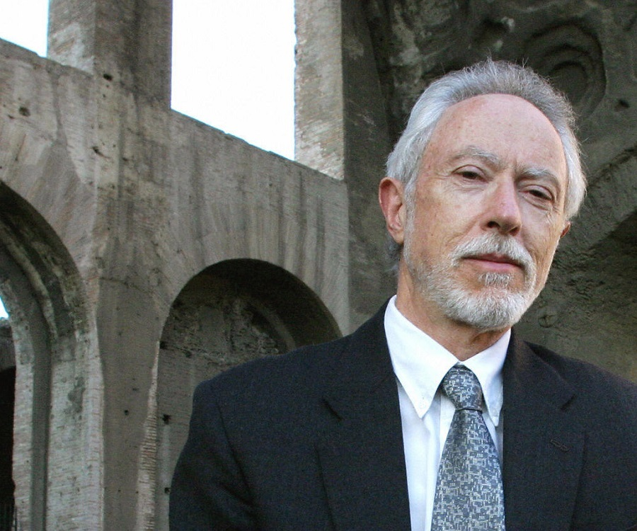 jm coetzee Born in cape town, south africa, on february 9, 1940, j m coetzee studied first at cape town and later at the university of texa.