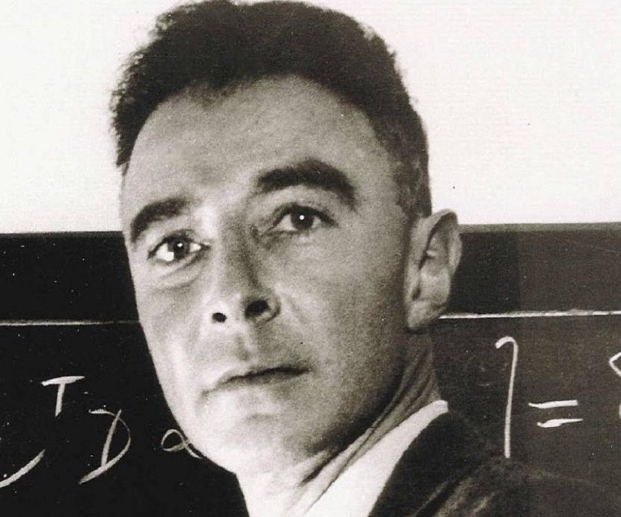 a biography of dr julius robert oppenheimer Julius robert oppenheimer (1904-1967) was an american theoretical physicist, the scientific director of the manhattan project, and the first head of the los alamos national laboratory.