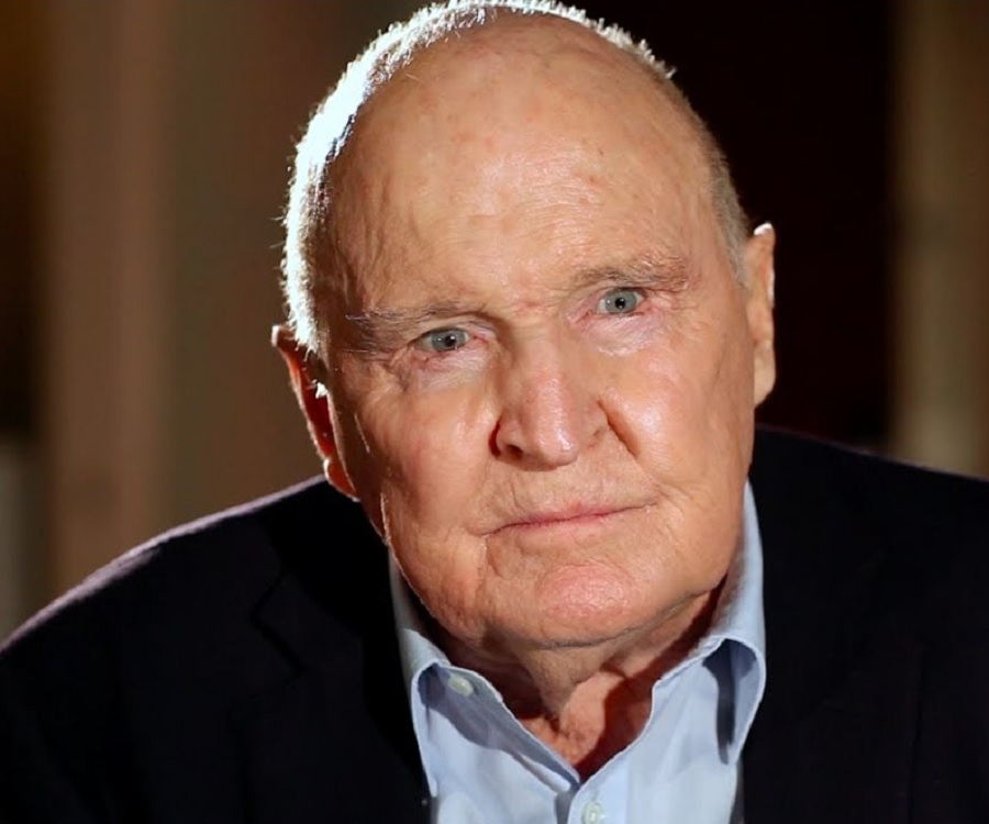 a biography of john francis welch jr a ceo of general electric John francis jack welch, jr was born on 19 november 1935, of irish descent through both sets of grandparents, and is a retired american business executive, author, and chemical engineer he is probably best known for his tenure between 1981-2001 as chairman and ceo of the general electric corporation.