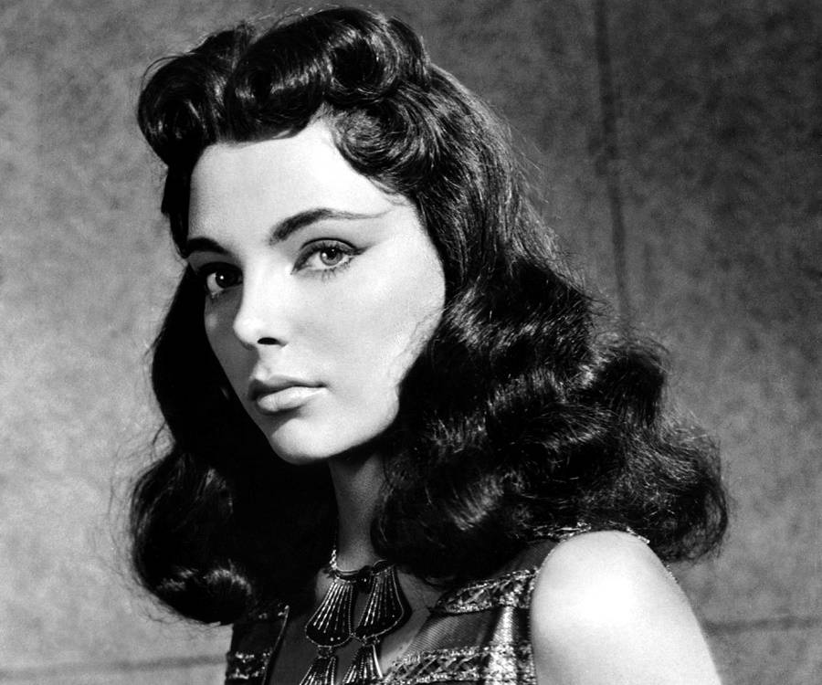 joan collins height