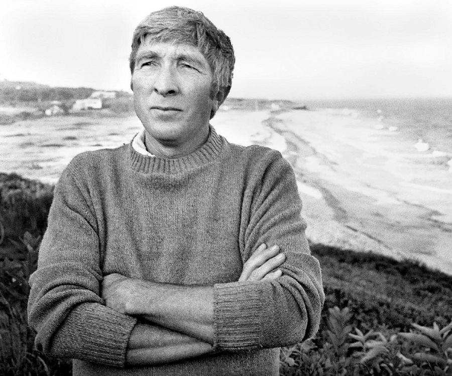 a biography of john hoyer updike John hoyer updike (march 18, 1932 – january 27, 2009) was an american novelist, poet, short story writer,  john updike biography academy of.