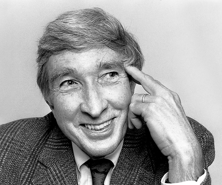 a&ampp john updike essay questions Updike's 'this i believe' essay john updike won two pulitzer prizes for his series of novels he was also a noted poet and essayist, as well as a critic of literature and fine art.