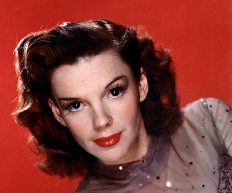 a biography of judy garland frances gumm an american actress Judy garland (born frances ethel gumm june 10, 1922 – june 22, 1969) was an american singer, actress, dancer, and vaudevillianduring a career that spanned 45 years, she attained international stardom as an actress in both musical and dramatic roles, as a recording artist, and on the concert stage.