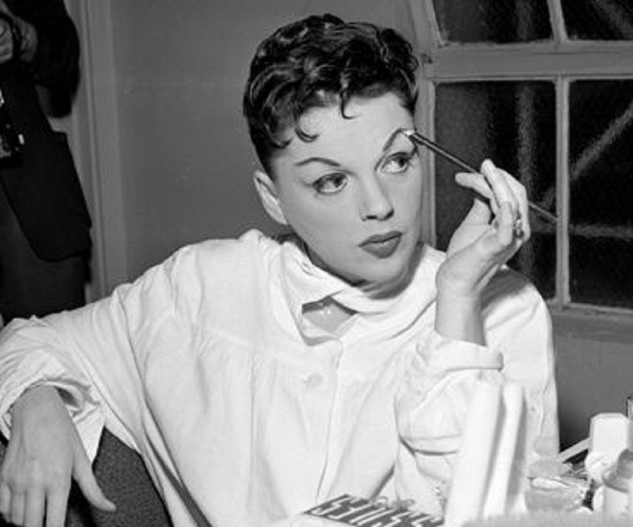 Judy Garland Biography - Facts, Childhood, Family Life ...