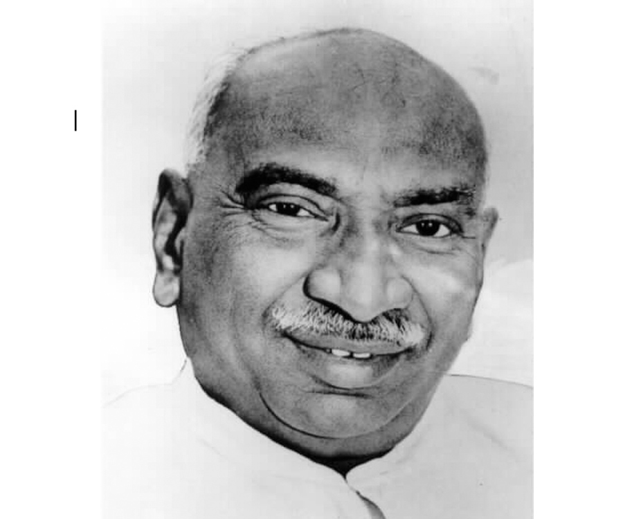 kamarajar life history Author skmurugan presented the instances of kamarajar's life with the evidence of documents kamarajar's life instances encourage youngsters to get into politics and to be honest like him product details.