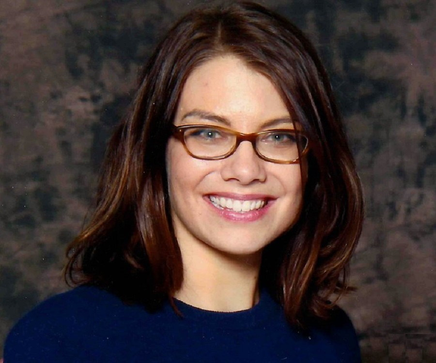 Lauren Cohan yoga