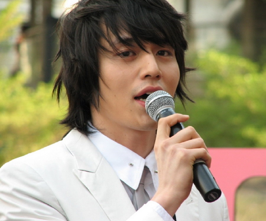 Lee Dong-wook Biography - Facts, Childhood, Family Life ...
