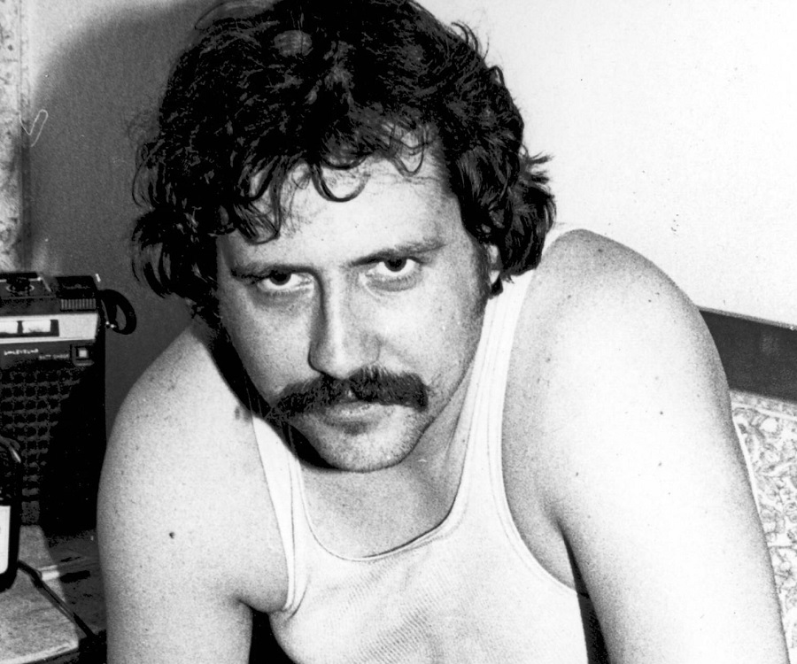 lester bangs essay @dylanreeve not wanting to essay a prediction for chapter 4 maybe an ignominious closure followed by a bitter online rant leadership college essays video.