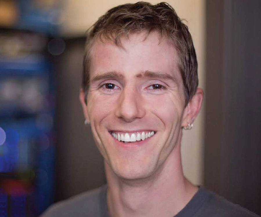 The 34-year old son of father (?) and mother(?) Linus Sebastian in 2020 photo. Linus Sebastian earned a million dollar salary - leaving the net worth at million in 2020