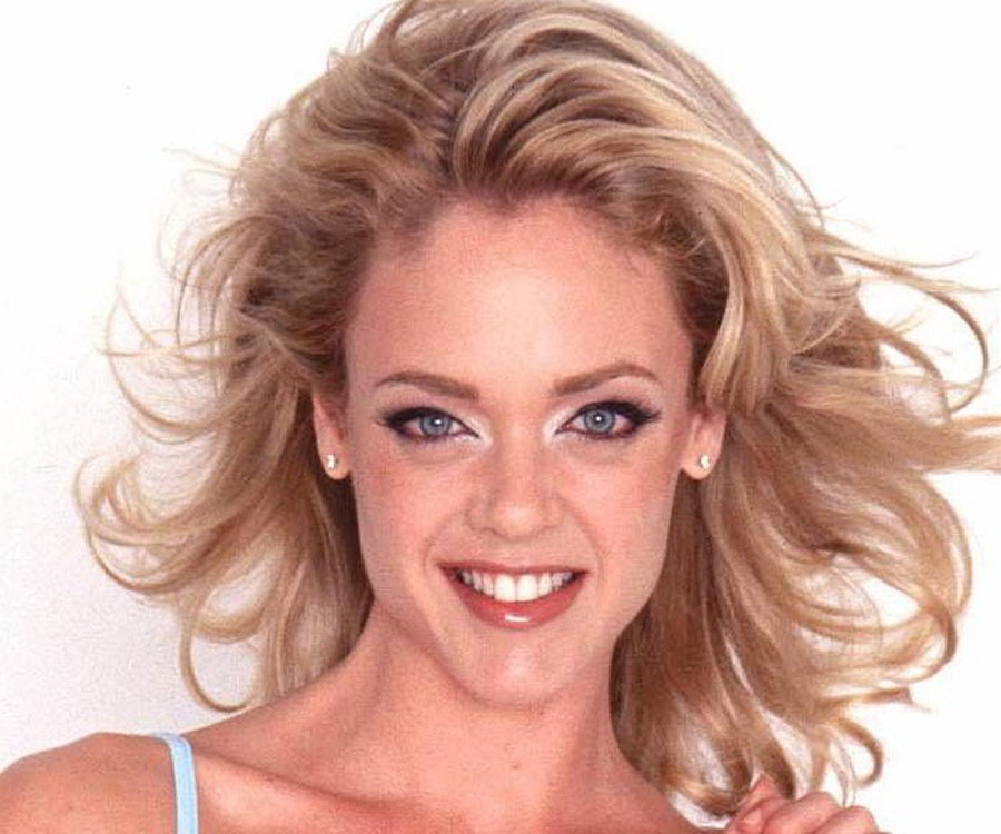 Lisa Robin Kelly Biography - Facts, Childhood, Family Life