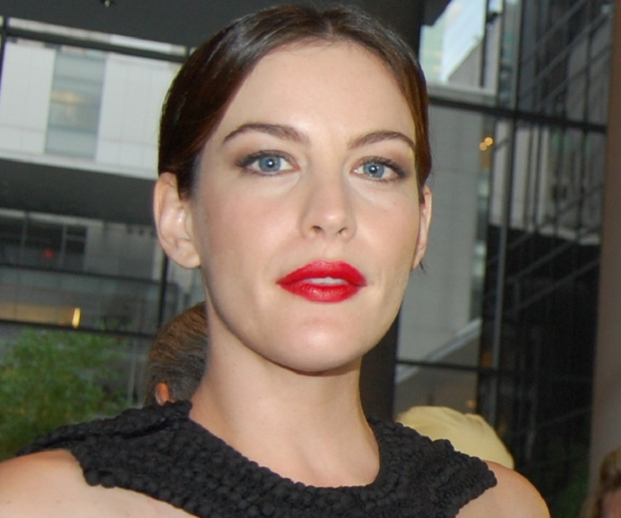 Liv Tyler Biography - Childhood, Life Achievements & Timeline