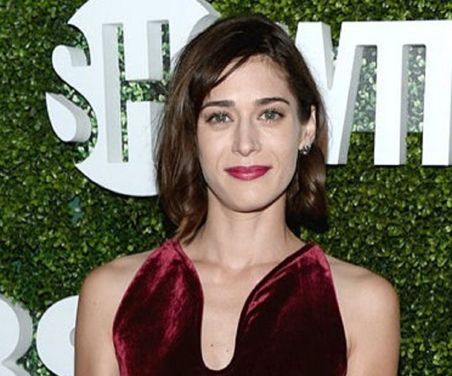 acclaimed actress lizzy caplan - 900×750