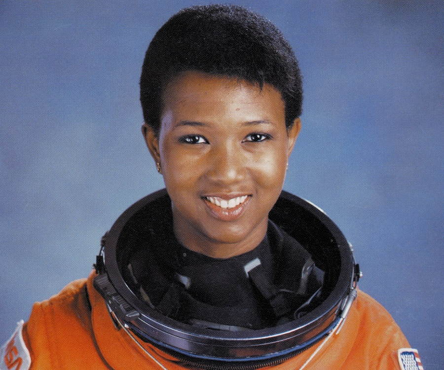 Mae Jemison Biography - Childhood, Life Achievements & Timeline