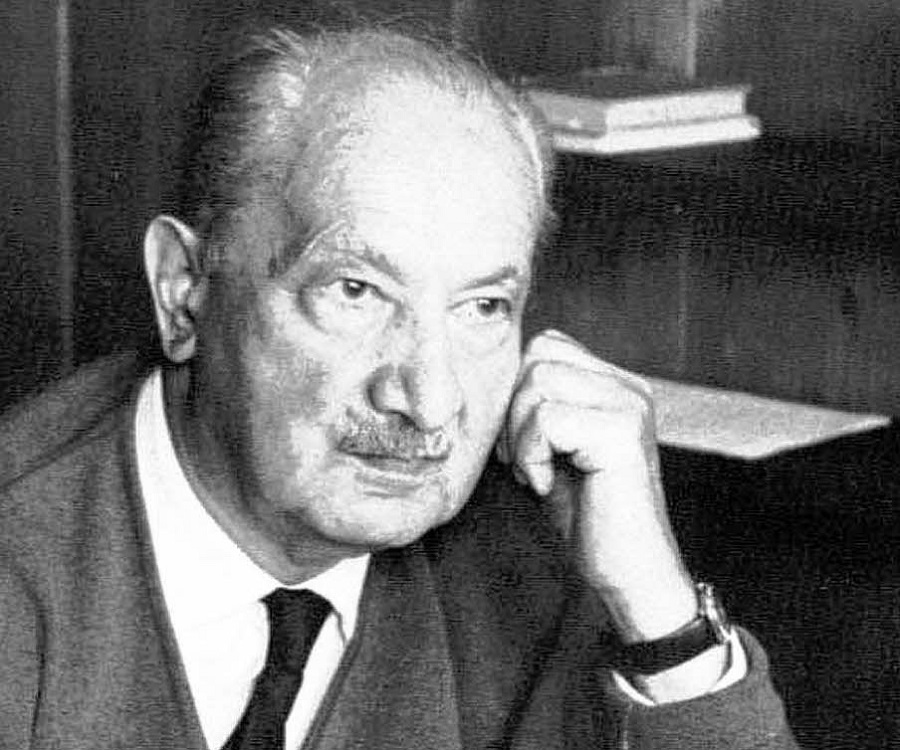 martin heidegger biography Martin heidegger's wiki: martin heidegger (/ˈhaɪdɛɡər, -dɪɡər/[18] german: [ˈmaɐ̯tiːn ˈhaɪdɛɡɐ] 26 september 1889 - 26 may 1976) was a german philosopher and a seminal thinker in the continental tradition and philosophical hermeneutics.