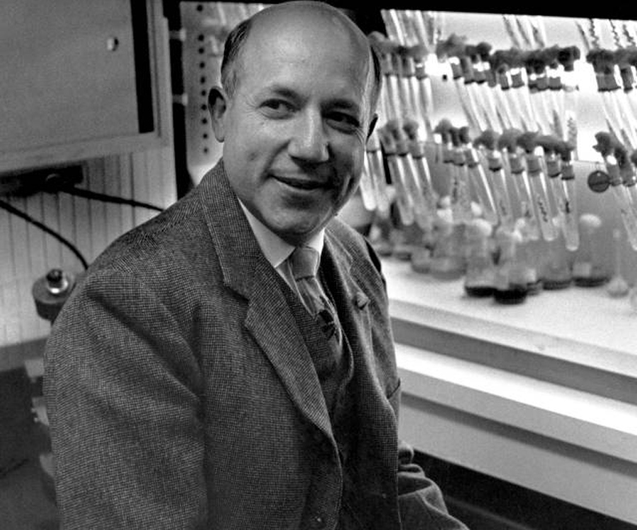 a biography of melvin calvin a scientist Melvin ellis calvin (april 8, 1911 – january 8, 1997) was an american chemist most famed for discovering the calvin cycle along with andrew benson and james bassham, for which he was awarded the 1961 nobel prize in chemistry.