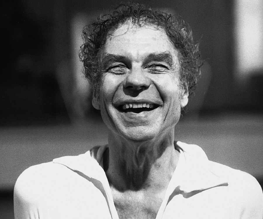 merce cunningham choreographic stlye Merce cunningham (1919-2009) renowned as one of the greatest and most influential choreographers of the 20th century, cunningham was also an accomplished dancer.